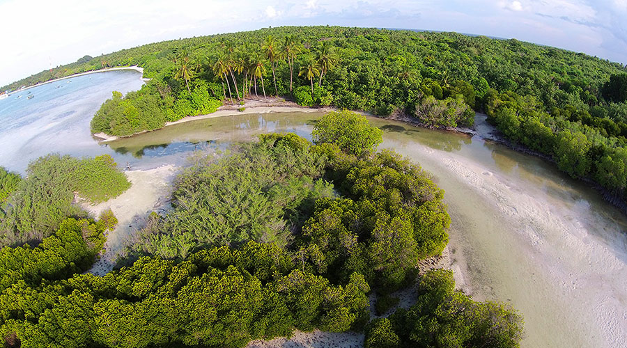 Channel from Baarah Lagoon to Tidal Mangrove Swamp:  According to local used by As-Sulṭaan al-Ghaazee Muhamadhu Thakurufaanu al-A'uẓam as a hideaway for his boat, Kalhuoffummi during his campaign against Portuguese conquerors during 1570s.